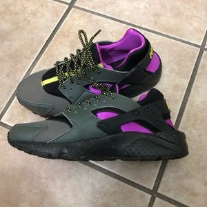 Nike Shoes - Huarache Running Shoes